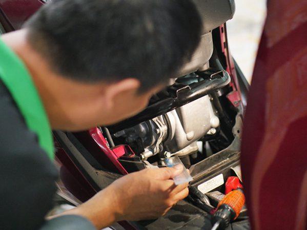 (Sample) Kiểm tra chi tiết động cơ, máy móc (đặc biệt số máy) và nồi xe
